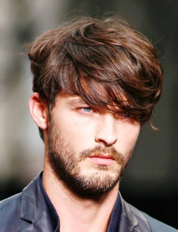 Corte de cabello para hombre medio largo